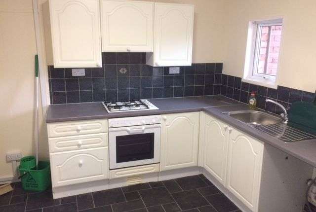 2 bed flat to rent in Milburn Road, Ashington