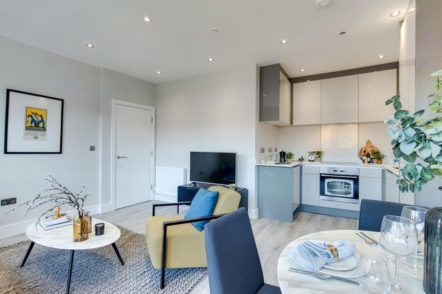 Thumbnail 2 bed flat for sale in Reedham Drive, Purley