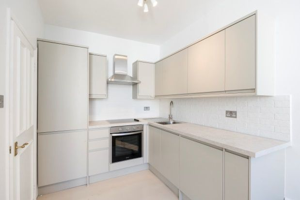 Thumbnail Bungalow to rent in Kensington Gardens Square, London