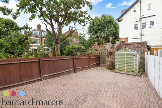 2 bed flat to rent in Balham Park Road, London