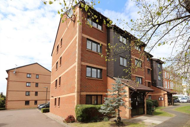 Thumbnail Flat to rent in Southey Road, Wimbledon