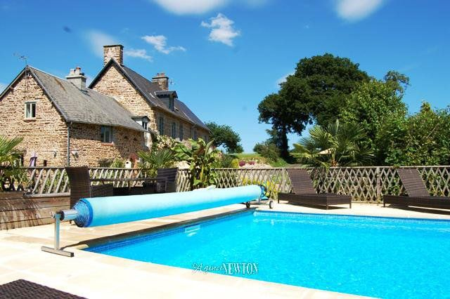 Properties for sale in saint james avranches manche for Piscine avranches