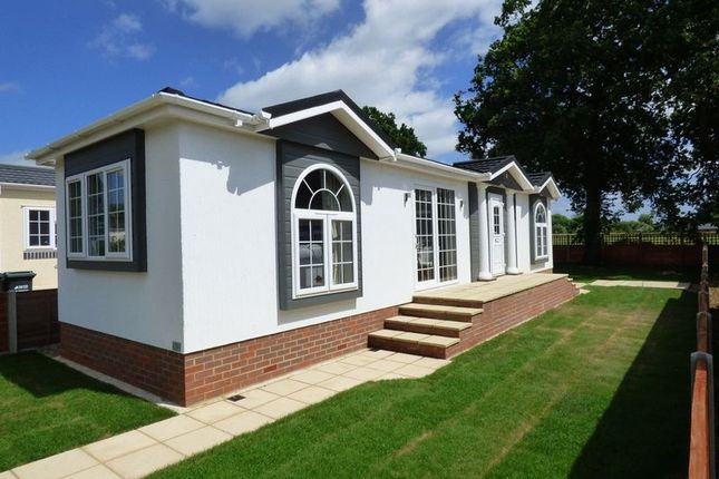 Thumbnail Mobile/park home for sale in Langley Lodge Lane, Kings Langley