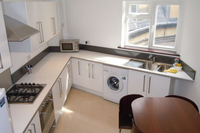 Thumbnail Flat to rent in Kennington Road, Kennington Road