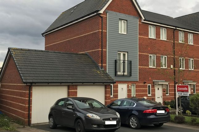 Thumbnail Town house for sale in Merton Way, Walsall