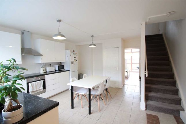 3 bed property to rent in Blenheim Gardens, London