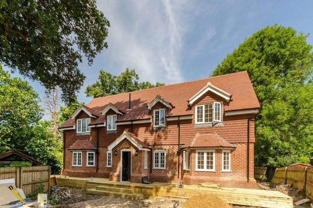 Thumbnail Detached house for sale in Vicarage Close, Worcester Park