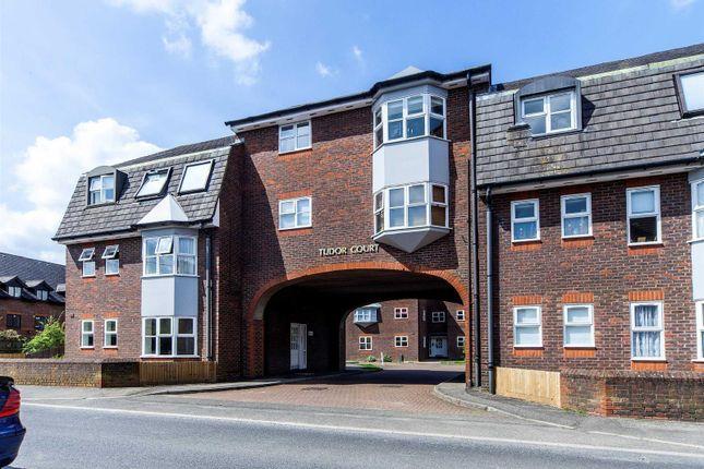 Flat to rent in Tudor Court, Park Street, Dunstable