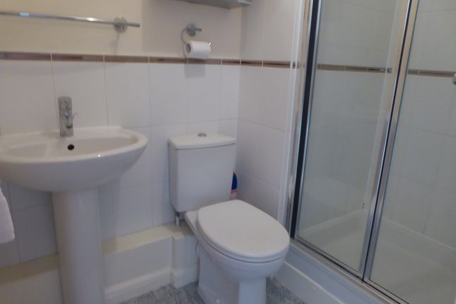 En-Suite of Aveley House, Iliffe Close, Reading RG1