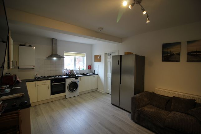 Thumbnail Semi-detached house to rent in Fletcher Road, Beeston, Nottingham