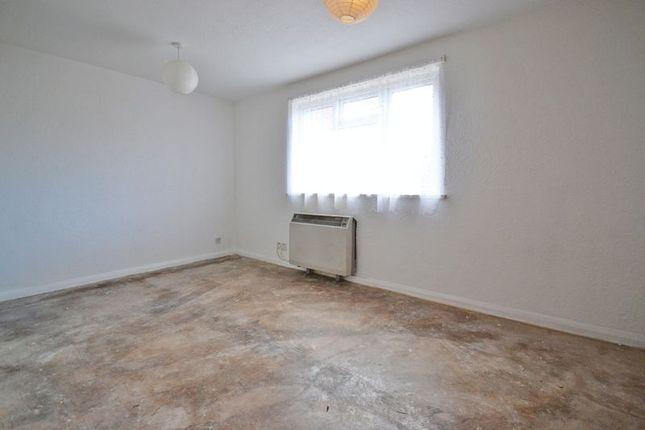 Photo 2 of Studio Apartment, Llwyn Deri Close, Rhiwderin NP10