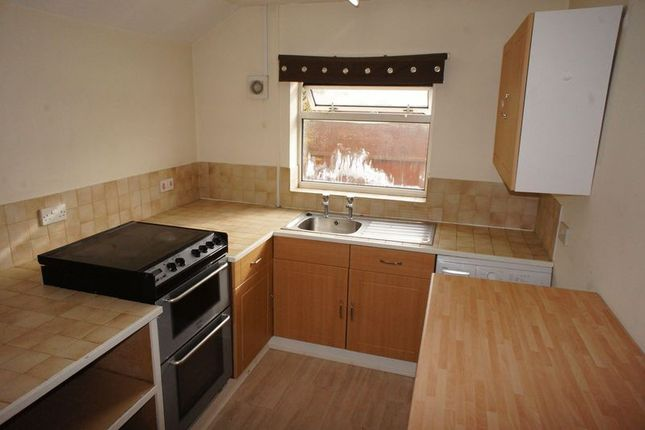 Thumbnail Flat to rent in Winchester Road, Four Marks, Alton