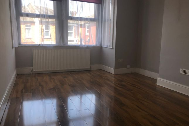 Thumbnail Flat to rent in Manor Road, South Norwood
