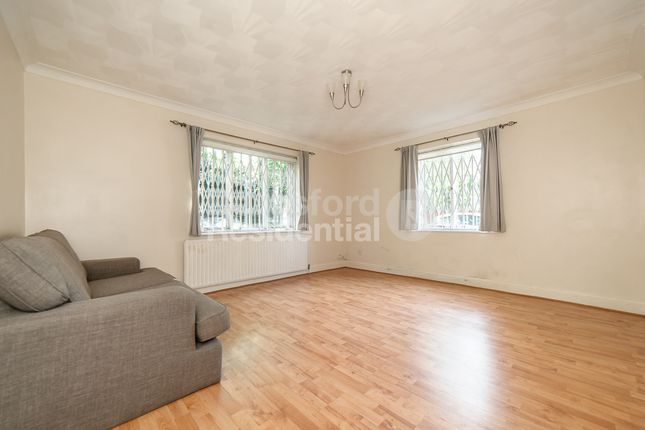 1 bed flat to rent in Dagnall Park, London