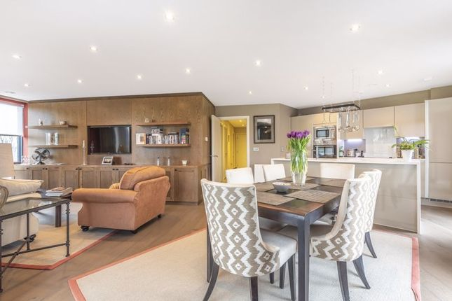 Flat for sale in Station Approach Road, Coulsdon