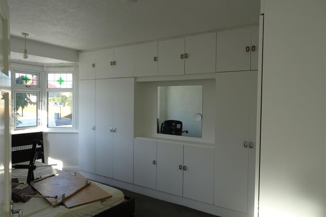 Thumbnail Property to rent in Oakleigh Avenue, Edgware