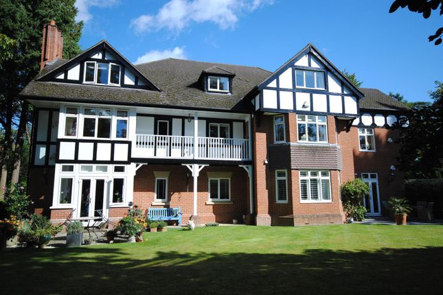 Thumbnail Flat to rent in Larch Avenue, Sunninghill, Ascot