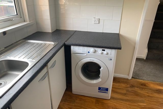 Thumbnail Town house to rent in Thrales Close, Luton