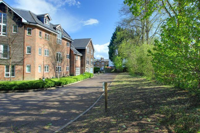 1 bed flat for sale in Wharf Way, Hunton Bridge, Kings Langley WD4
