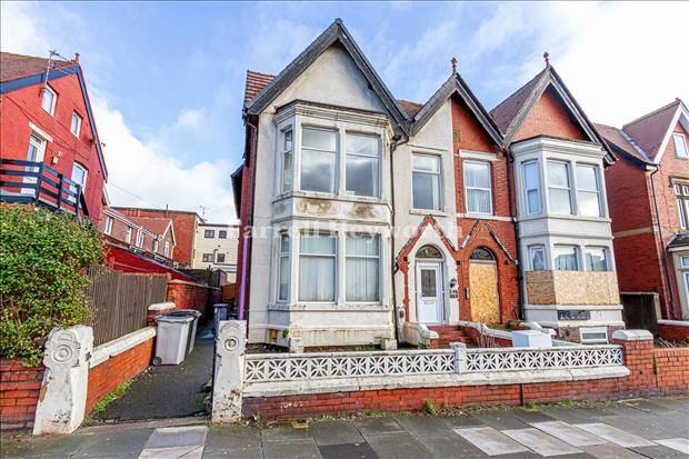 Thumbnail Flat for sale in Park Road, Blackpool