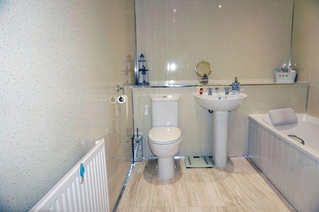 Bathroom of Vryburg Crescent, Lindsayfield East Kilbride G75