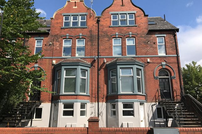 2 bed flat to rent in Cardigan Road, Leeds