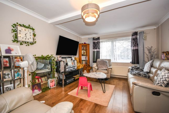3 bed maisonette for sale in Meadgate Avenue, Great Baddow, Chelmsford CM2