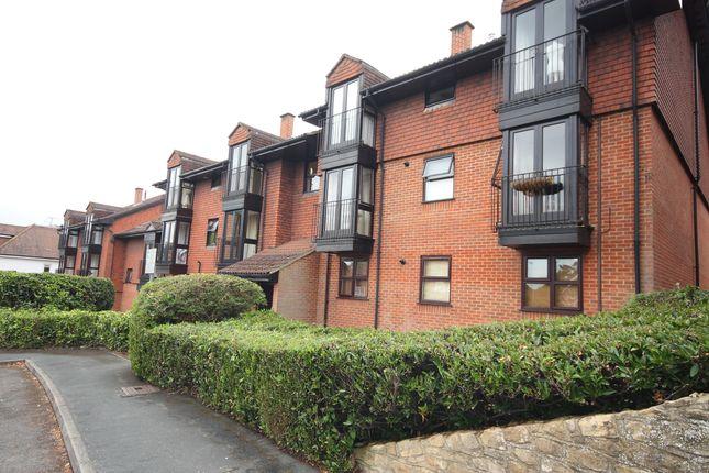1 bed flat to rent in Midhope Road, Hook Heath, Woking