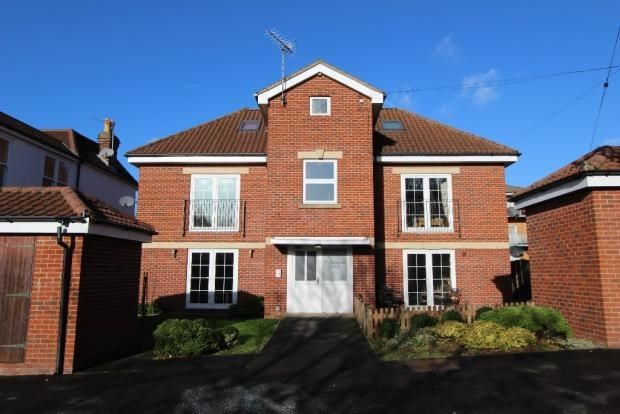2 bed flat to rent in Station Road, Netley Abbey, Southampton SO31