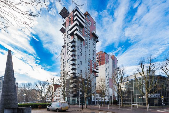 Thumbnail Flat to rent in Phoenix Heights East, Mastmaker Road, London