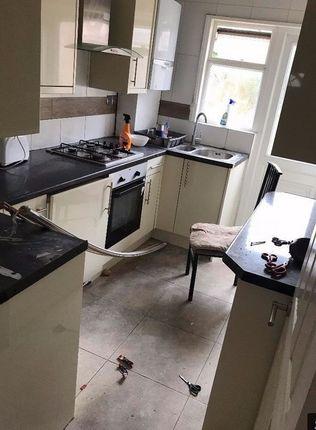 Thumbnail Maisonette to rent in Princes Avenue, London