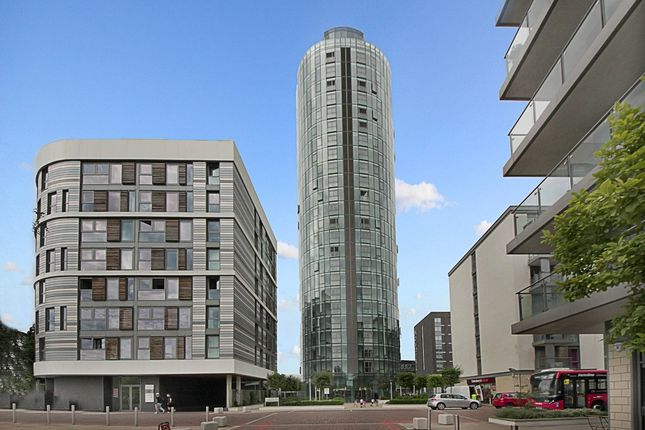 2 bed flat to rent in Ealing Road, Brentford