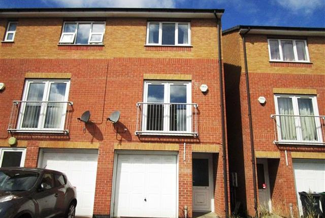 Thumbnail Town house to rent in Farm End Close, West Bromwich