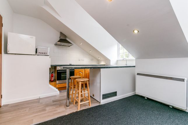 Thumbnail Flat to rent in Upper Richmond Road, Putney, London, Greater London