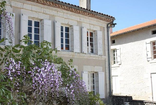 7 bed detached house for sale in Aubeterre-Sur-Dronne, Angoulême, Charente, Poitou-Charentes, France