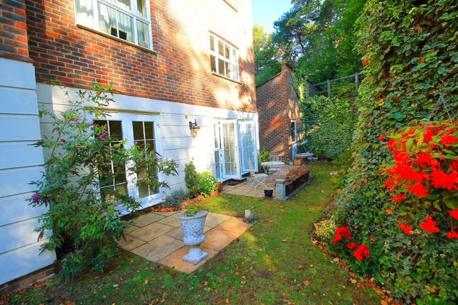 Thumbnail Flat to rent in Woodbridge Drive, Camberley