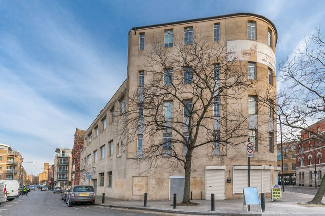 3 bed flat to rent in Commercial Street, Old Street