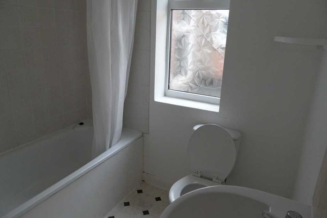 Bathroom of Albert Road, Southsea PO4