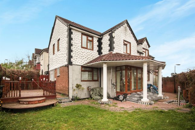 Thumbnail Detached house for sale in Westmorland Avenue, Luton