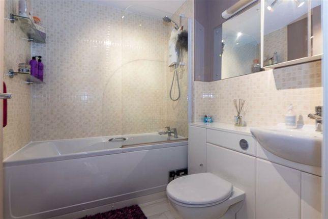 Bathroom of Wilkinson Way, Scunthorpe DN16