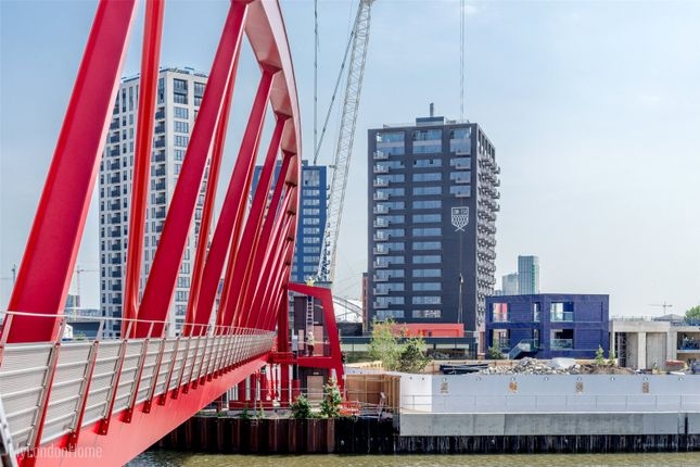 1 bed flat for sale in Albion House, London City Island, Canning Town, London