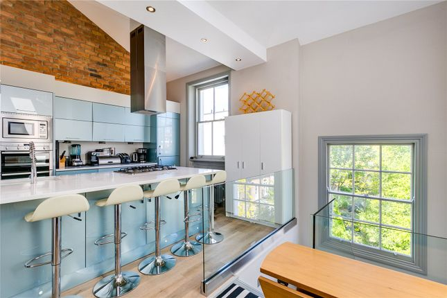 3 bedroom flat for sale in Clifton Road, London