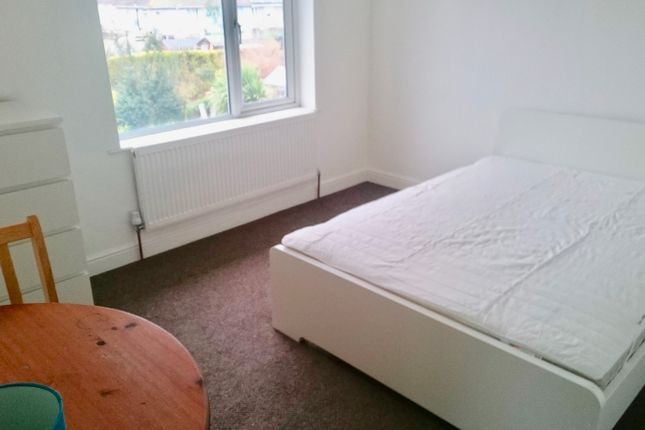 Thumbnail Room to rent in Long Cross, Bristol
