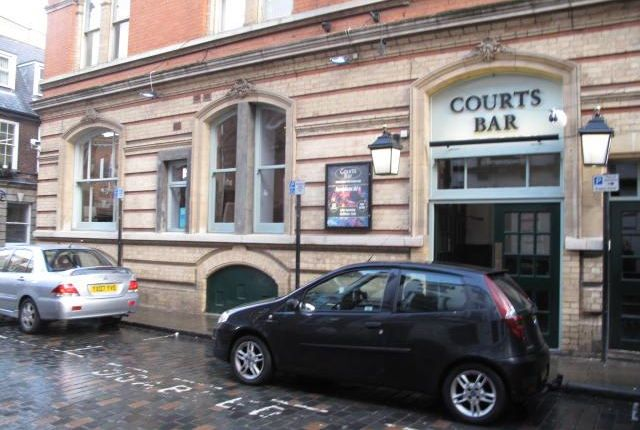 Thumbnail Pub/bar to let in Courts Bar, Imperial Chambers Building, Bowlalley Lane, Hull