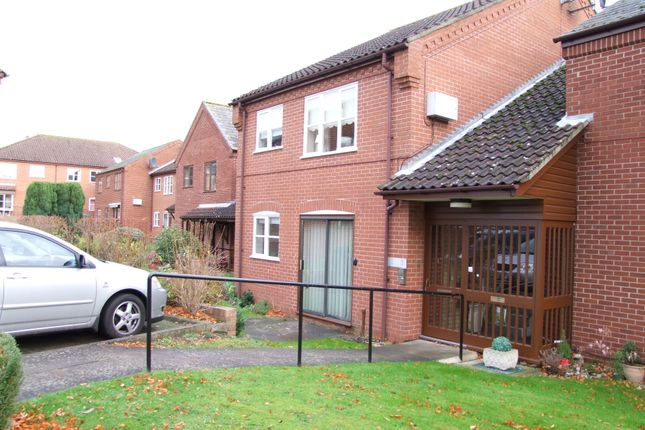 Thumbnail Flat to rent in Station Road, Woodbridge, Suffolk