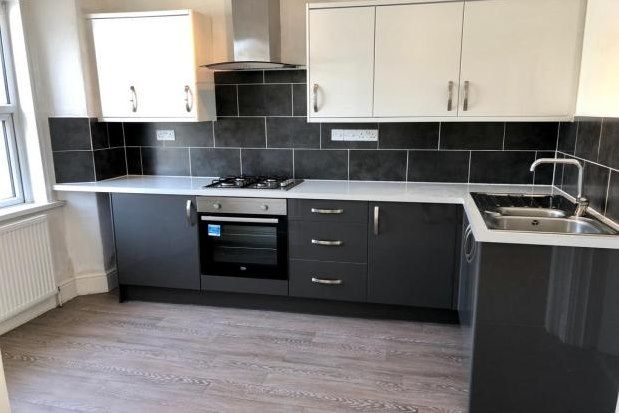 Thumbnail Flat to rent in Mutley Plain, Plymouth