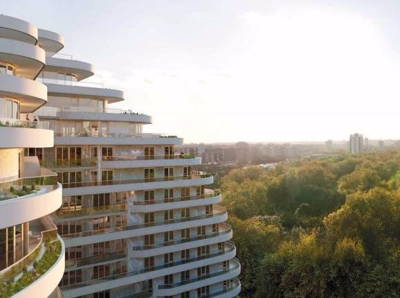 Thumbnail Flat for sale in 37 Camellia House, London