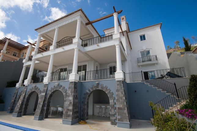 Thumbnail Villa for sale in Estrada Do Aeroporto Nº. 65, São Gonçalo, Funchal, Madeira Islands, Portugal