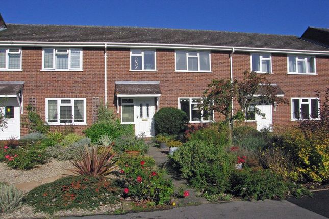 Thumbnail Terraced house to rent in Wood Pond Close, Seer Green, Beaconsfield