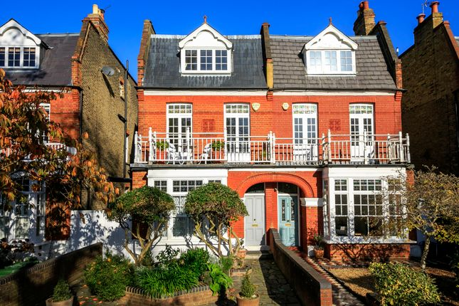 Thumbnail Flat for sale in Lawn Crescent, Ground Floor Flat, Kew, Surrey